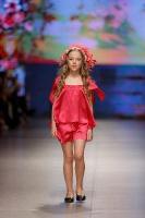 31. Rīgas modes nedēļas programma ietvērai labāko Latvijas modes mākslinieku un ārvalstu dizaineru 2020. gada pavasara-vasaras sezonas kolekciju skate 37