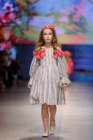 31. Rīgas modes nedēļas programma ietvērai labāko Latvijas modes mākslinieku un ārvalstu dizaineru 2020. gada pavasara-vasaras sezonas kolekciju skate 38