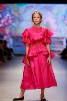 31. Rīgas modes nedēļas programma ietvērai labāko Latvijas modes mākslinieku un ārvalstu dizaineru 2020. gada pavasara-vasaras sezonas kolekciju skate 42