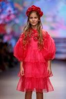 31. Rīgas modes nedēļas programma ietvērai labāko Latvijas modes mākslinieku un ārvalstu dizaineru 2020. gada pavasara-vasaras sezonas kolekciju skate 43