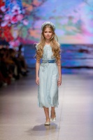 31. Rīgas modes nedēļas programma ietvērai labāko Latvijas modes mākslinieku un ārvalstu dizaineru 2020. gada pavasara-vasaras sezonas kolekciju skate 46