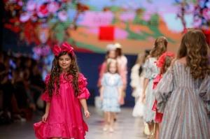 31. Rīgas modes nedēļas programma ietvērai labāko Latvijas modes mākslinieku un ārvalstu dizaineru 2020. gada pavasara-vasaras sezonas kolekciju skate 49