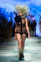 31. Rīgas modes nedēļas programma ietvērai labāko Latvijas modes mākslinieku un ārvalstu dizaineru 2020. gada pavasara-vasaras sezonas kolekciju skate 52