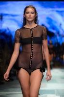31. Rīgas modes nedēļas programma ietvērai labāko Latvijas modes mākslinieku un ārvalstu dizaineru 2020. gada pavasara-vasaras sezonas kolekciju skate 56