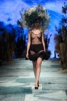 31. Rīgas modes nedēļas programma ietvērai labāko Latvijas modes mākslinieku un ārvalstu dizaineru 2020. gada pavasara-vasaras sezonas kolekciju skate 59