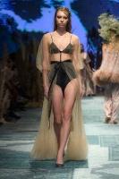 31. Rīgas modes nedēļas programma ietvērai labāko Latvijas modes mākslinieku un ārvalstu dizaineru 2020. gada pavasara-vasaras sezonas kolekciju skate 63