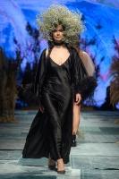 31. Rīgas modes nedēļas programma ietvērai labāko Latvijas modes mākslinieku un ārvalstu dizaineru 2020. gada pavasara-vasaras sezonas kolekciju skate 72