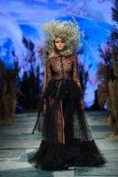 31. Rīgas modes nedēļas programma ietvērai labāko Latvijas modes mākslinieku un ārvalstu dizaineru 2020. gada pavasara-vasaras sezonas kolekciju skate 74