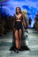 31. Rīgas modes nedēļas programma ietvērai labāko Latvijas modes mākslinieku un ārvalstu dizaineru 2020. gada pavasara-vasaras sezonas kolekciju skate 77