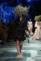 31. Rīgas modes nedēļas programma ietvērai labāko Latvijas modes mākslinieku un ārvalstu dizaineru 2020. gada pavasara-vasaras sezonas kolekciju skate 80