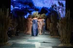 31. Rīgas modes nedēļas programma ietvērai labāko Latvijas modes mākslinieku un ārvalstu dizaineru 2020. gada pavasara-vasaras sezonas kolekciju skate 89
