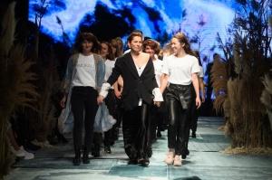 31. Rīgas modes nedēļas programma ietvērai labāko Latvijas modes mākslinieku un ārvalstu dizaineru 2020. gada pavasara-vasaras sezonas kolekciju skate 90