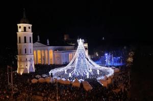 Viļņā iededz vienu no skaistākajām Ziemassvētku eglēm Eiropā 2