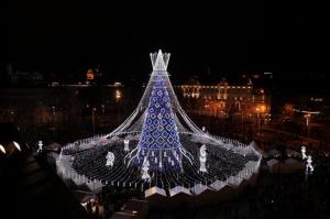 Viļņā iededz vienu no skaistākajām Ziemassvētku eglēm Eiropā 4