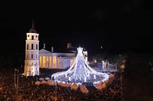 Viļņā iededz vienu no skaistākajām Ziemassvētku eglēm Eiropā 5