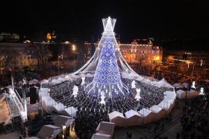Viļņā iededz vienu no skaistākajām Ziemassvētku eglēm Eiropā 6