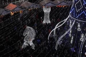 Viļņā iededz vienu no skaistākajām Ziemassvētku eglēm Eiropā 7