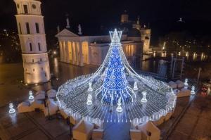 Viļņā iededz vienu no skaistākajām Ziemassvētku eglēm Eiropā 9
