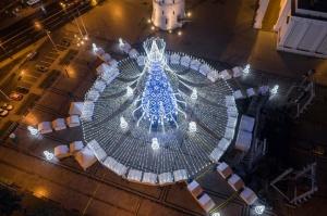 Viļņā iededz vienu no skaistākajām Ziemassvētku eglēm Eiropā 11