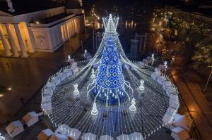 Viļņā iededz vienu no skaistākajām Ziemassvētku eglēm Eiropā 12
