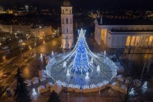 Viļņā iededz vienu no skaistākajām Ziemassvētku eglēm Eiropā 14