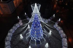 Viļņā iededz vienu no skaistākajām Ziemassvētku eglēm Eiropā 15