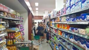 Travelnews.lv iepazīst pārtikas veikala piedāvājumu Bali salā (1 eiro - 15000 rūpijas) «Turkish Airlines» un «365 Brīvdienas» 26