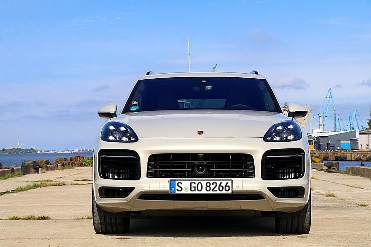 Travelnews.lv apceļo Rīgu ar jaudīgo un jauno «Porsche Cayenne GTS»