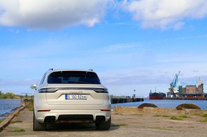 Travelnews.lv apceļo Rīgu ar jaudīgo un jauno «Porsche Cayenne GTS» 5