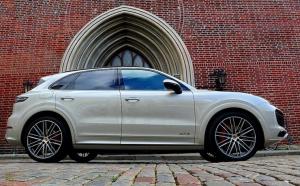 Travelnews.lv apceļo Rīgu ar jaudīgo un jauno «Porsche Cayenne GTS» 12
