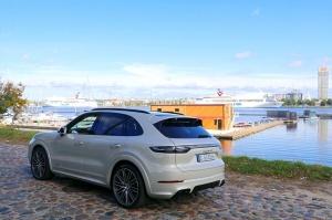 Travelnews.lv apceļo Rīgu ar jaudīgo un jauno «Porsche Cayenne GTS» 19