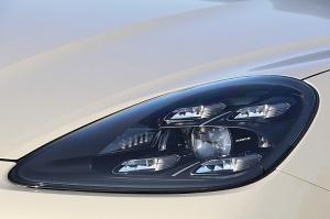 Travelnews.lv apceļo Rīgu ar jaudīgo un jauno «Porsche Cayenne GTS» 32