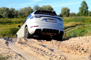 Travelnews.lv apceļo Rīgu ar jaudīgo un jauno «Porsche Cayenne GTS» 38