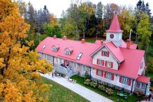 «Rankas muiža» ietērpusies košās rudens krāsās. Foto: Rankasmuiza.lv 1