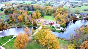 «Rankas muiža» ietērpusies košās rudens krāsās. Foto: Rankasmuiza.lv 11
