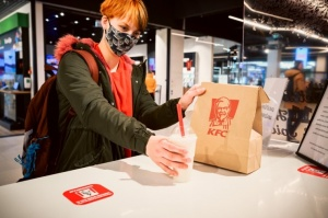 Rīgā durvis ver jauns KFC restorāns. Foto: Otto Strazds 1
