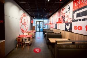 Rīgā durvis ver jauns KFC restorāns. Foto: Otto Strazds 6