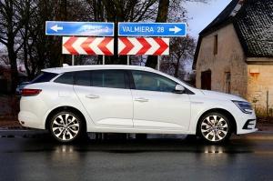 Travelnews.lv ar jauno «Renault Megane» ceļo uz Cēsīm, lai dotos maršrutā gar Līču–Laņģu klintīm 35